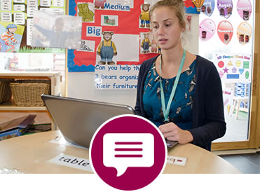 Icon and photo showing a teacher getting instant feedback